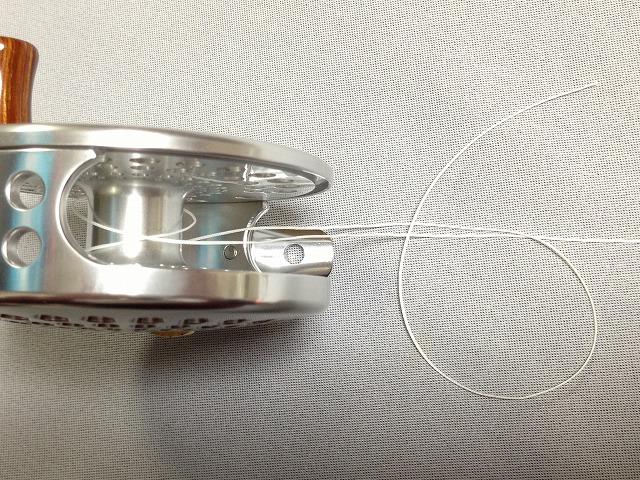 スプールにラインを結ぶ-手順2